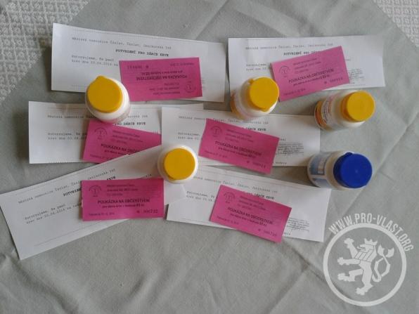 Poukázky na občerstvení a vitamíny, které naši aktivisté dostali za odměnu.